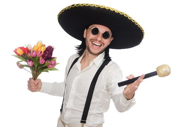 Glimlachen die mexicaans met bloemen en microfoon op wit wordt geïsoleerd Premium Foto