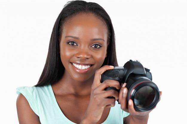 Glimlachende jonge fotograaf Premium Foto
