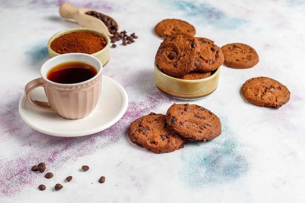 Glutenvrije koekjes met chocoladeschilfers. Gratis Foto