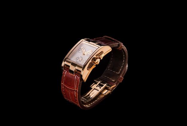 Gouden horloge met lederen band Premium Foto