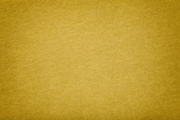 Gouden matte suède stoffenclose-up. fluwelen textuur. Premium Foto