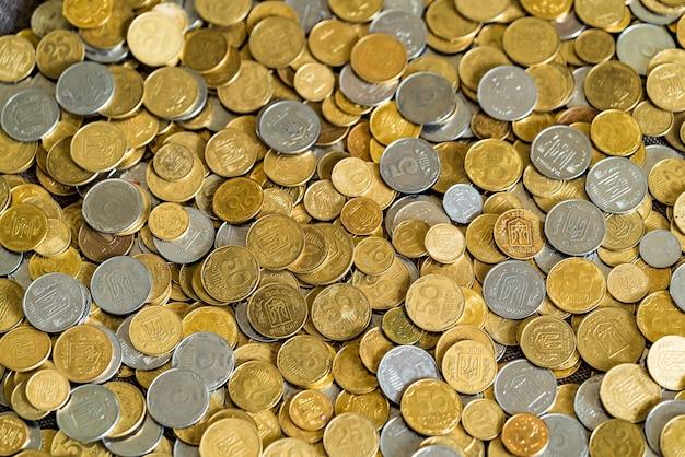 Gouden munten textuur. oekraïense hryvnia. Premium Foto