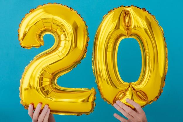 Goudfolie nummer 20 feestballon Premium Foto
