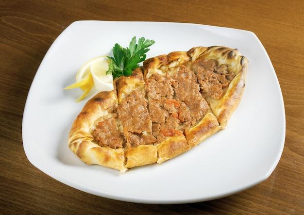 Gozleme-brood met vlees. Premium Foto