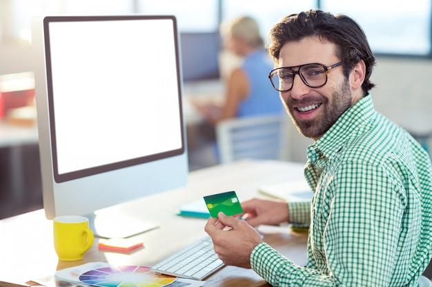 Grafisch ontwerper online winkelen Premium Foto