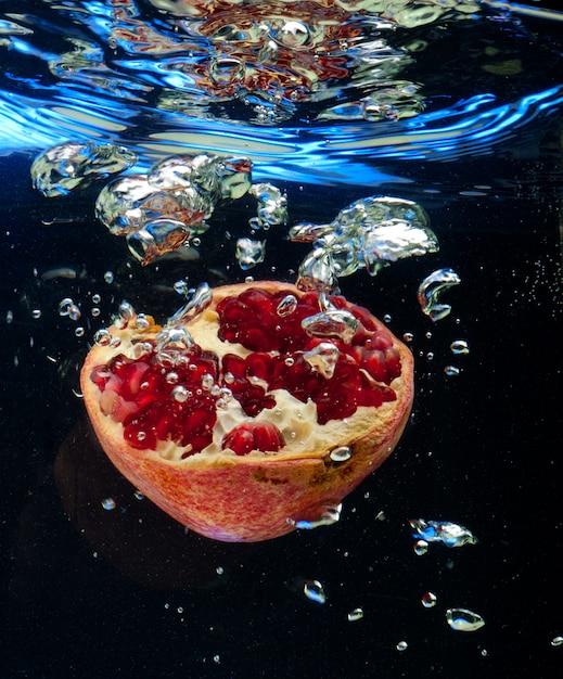 Granaat in het water Premium Foto