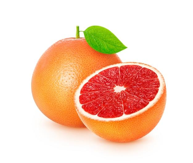 Grapefruitcitrusvruchten op witte achtergrond met het knippen van weg worden geïsoleerd die Premium Foto