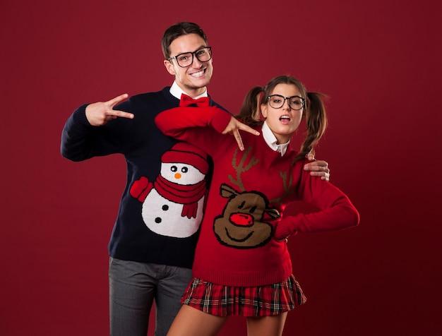 Grappig nerdpaar dat zelfverzekerd beweert te zijn Gratis Foto