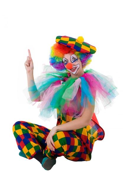 Grappige clown die gelukkig omhoog op exemplaarruimte richt Premium Foto