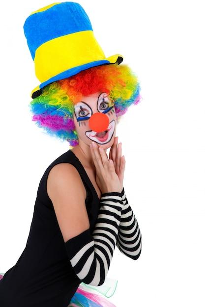 Grappige die clown op wit wordt geïsoleerd Premium Foto
