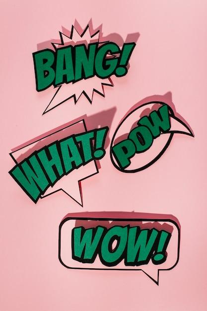 Grappige geluidseffect toespraakbel op roze achtergrond Gratis Foto