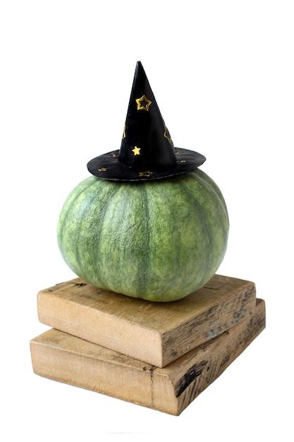 Grappige halloween-pompoen in de hoedenherfst die op wit wordt geïsoleerd Premium Foto