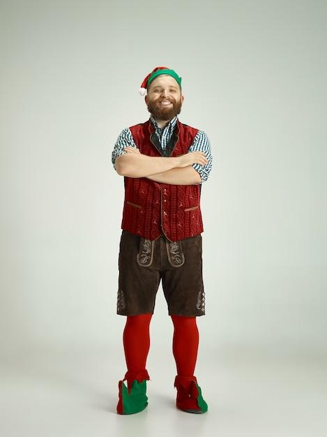 Grappige man in elf kostuum Gratis Foto
