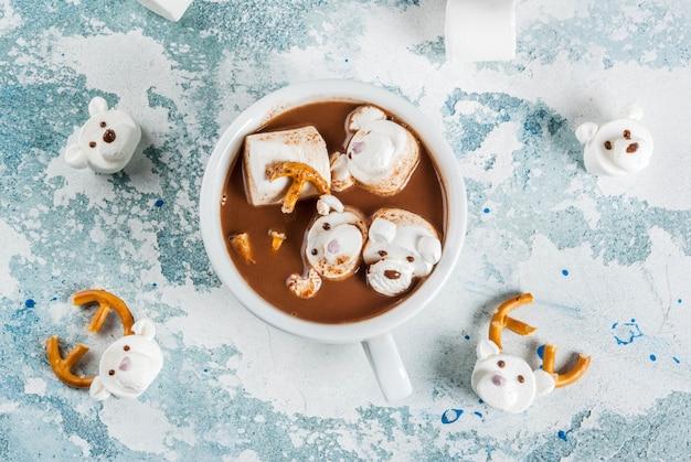 Grappige warme chocolademelk voor kinderen Premium Foto