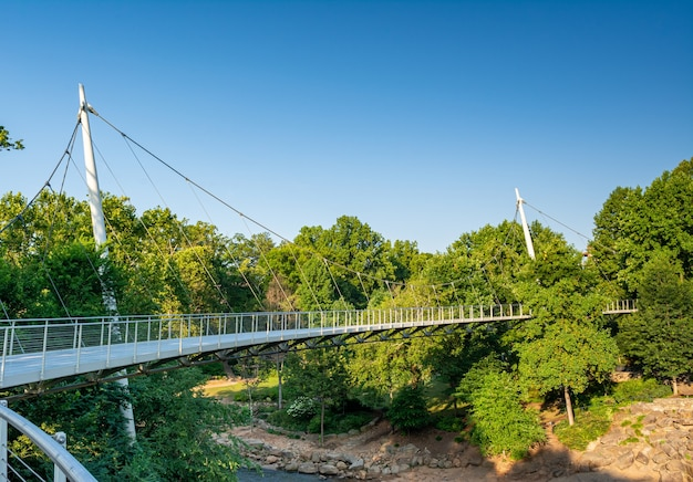 Greenville south carolina, vs de liberty bridge in falls park Premium Foto