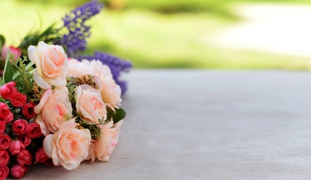 Grensbanner met roze en lavendelbloemen Premium Foto