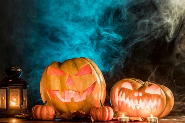 Griezelige gesneden pompoenen voor halloween Gratis Foto