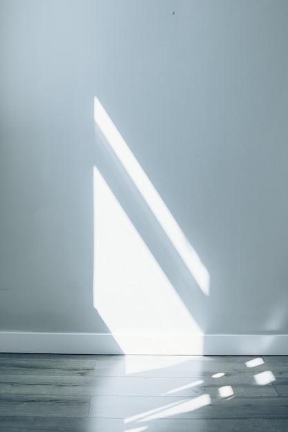 Grijze abstracte textuur als achtergrond van schaduwen van venster Premium Foto
