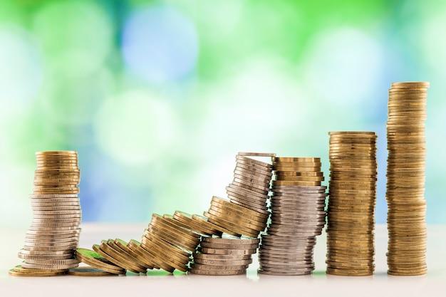 Groeiende munten stapels Premium Foto