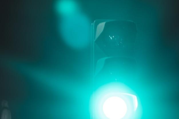 Groen licht op verkeerslicht close-up Gratis Foto
