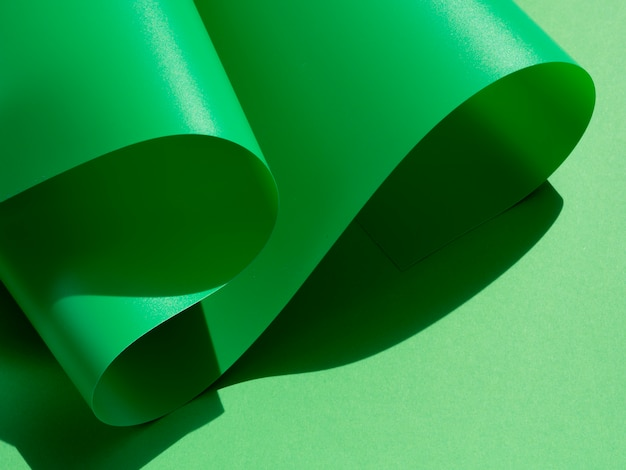 Groene golven gebogen vellen papier Gratis Foto