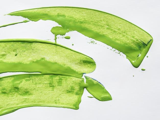 Groene slagen op witte achtergrond Gratis Foto