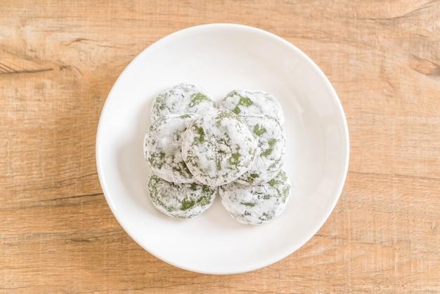 Groene thee mochi met rode boon Premium Foto