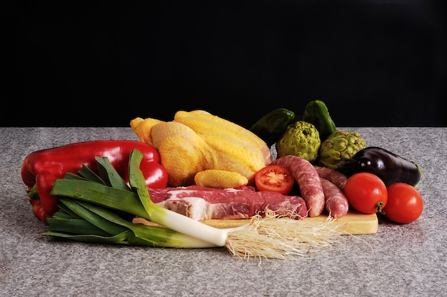 Groenten en vlees met kip Premium Foto