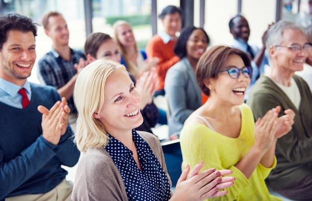 Groep diverse mensen in een conferentie Premium Foto
