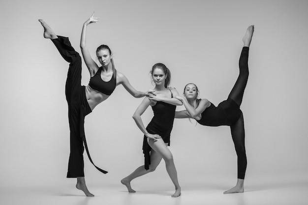 Groep moderne balletdansers Gratis Foto