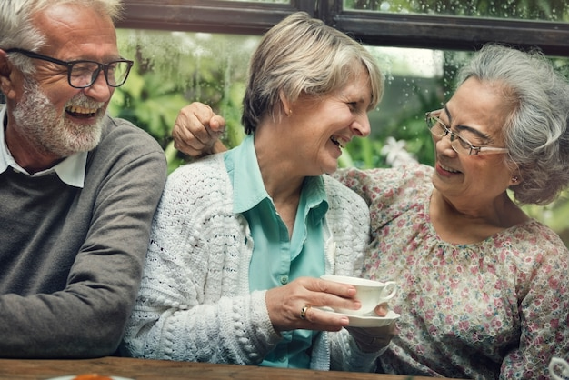 Groep senior retirement meet up happiness concept Premium Foto