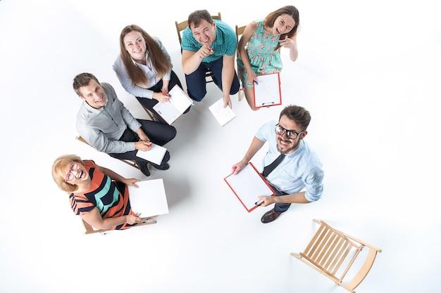 Groep van mensen uit het bedrijfsleven in een vergadering Gratis Foto