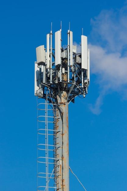 Groep verschillende cellulaire draadloze zenders Premium Foto