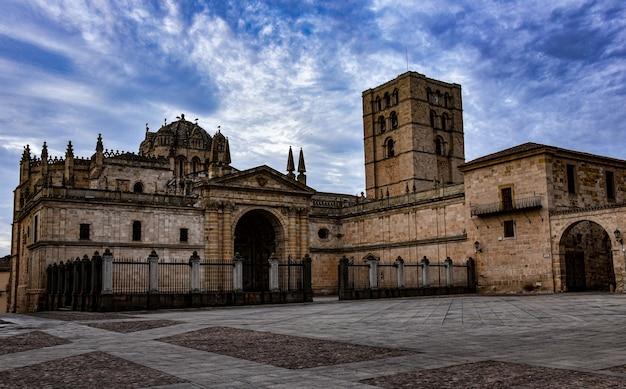 Grote kathedraal van zamora in spanje Premium Foto