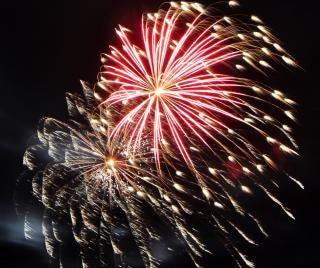 Grote kleurrijke vuurwerk Gratis Foto