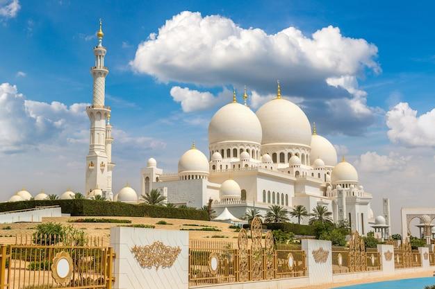 Grote moskee sheikh zayed in abu dhabi, verenigde arabische emiraten Premium Foto
