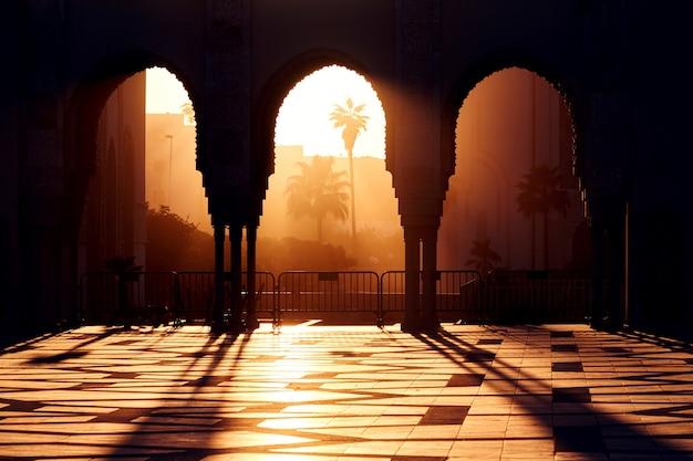 Grote moskee van hassan 2 bij zonsondergang in casablanca Premium Foto