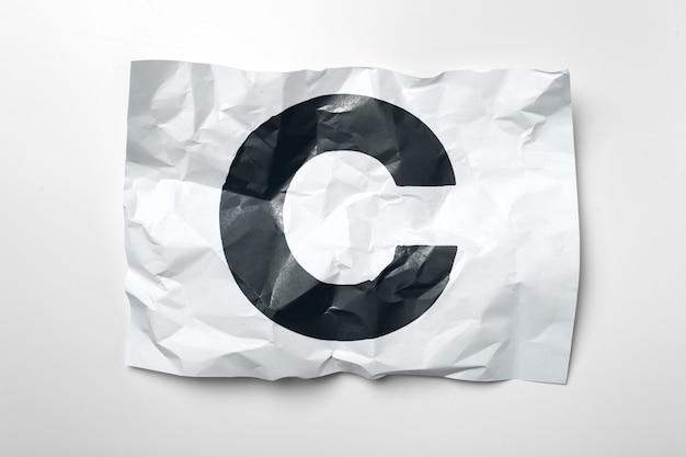 Grunge gerimpelde document brieven op witte achtergrond Premium Foto