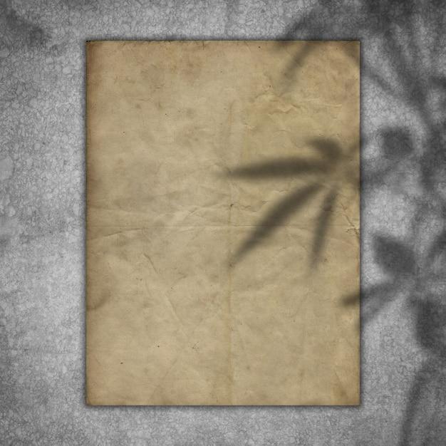 Grungedocument op een concrete textuur met een bekleding van de plantenschaduw Gratis Foto