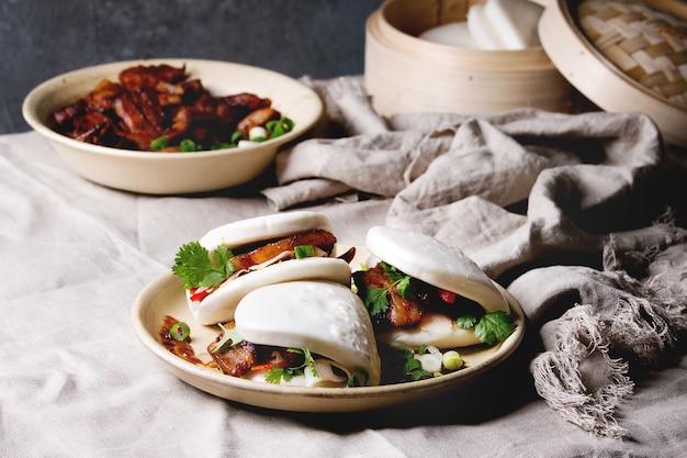 Gua bao-broodjes met varkensvlees Premium Foto