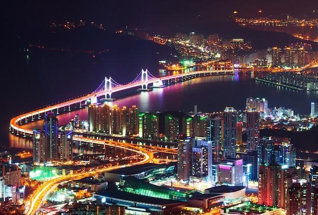 Gwangan bridge en haeundae 's nachts in busan, korea Gratis Foto