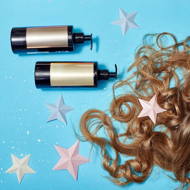 Haarverzorging, lange mooie haarshampoo, cosmetica Premium Foto
