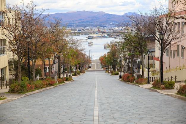 Hachiman-zaka helling in hakodate hokkaido japan. een van de beroemde plekken in japan. Premium Foto