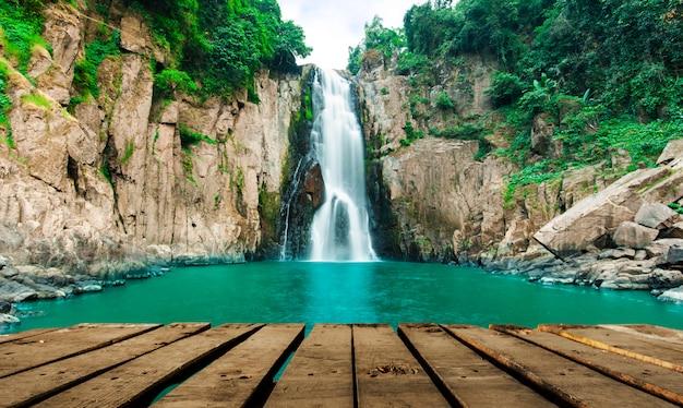 Haew narok (afgrond van de hel) waterval, kao yai nationaal park, thailand Premium Foto