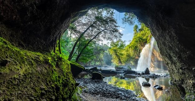 Haew suwat waterval nationaal park khao yai Premium Foto