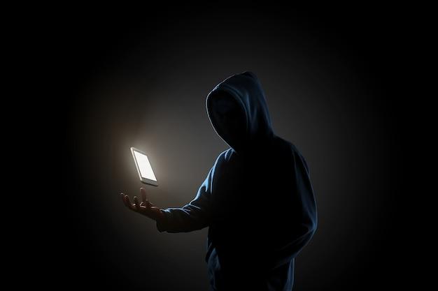 Hakker in donkere achtergrond concept Premium Foto