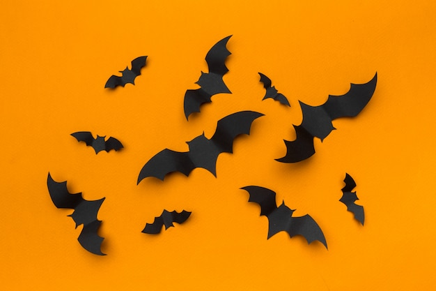 Halloween en decoratieconcept - document knuppels het vliegen Premium Foto