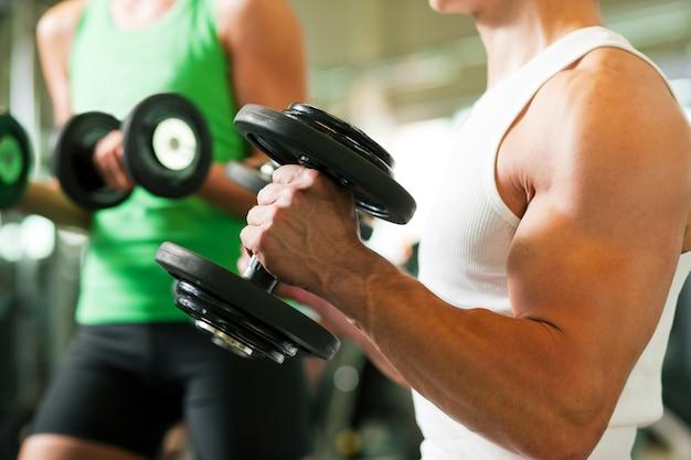 Halter training in de sportschool Premium Foto