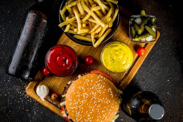 Hamburgers en feesthapjes Premium Foto