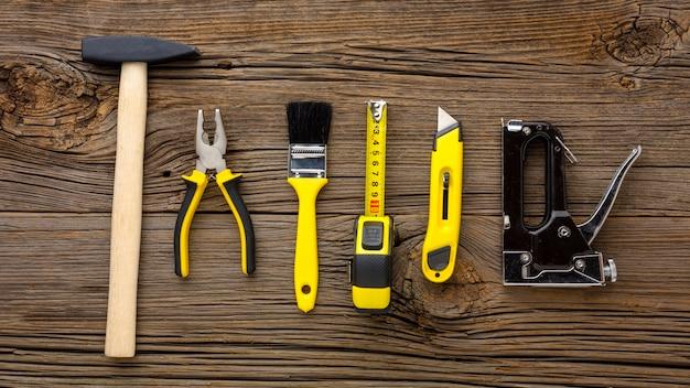 Hamer en gele reparatieset gereedschap Gratis Foto